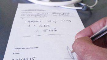 denunciaron a una secretaria por falsificar la firma de un medico