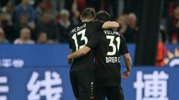Alario debutó con un gol y una asistencia en el Bayer