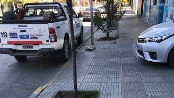 una camioneta de ypf bloqueo el acceso a un edificio centrico