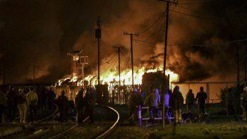 Alarma por dantesco incendio de vagones en desuso