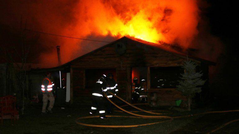 Una familia perdió todo en un incendio en Junín de los Andes