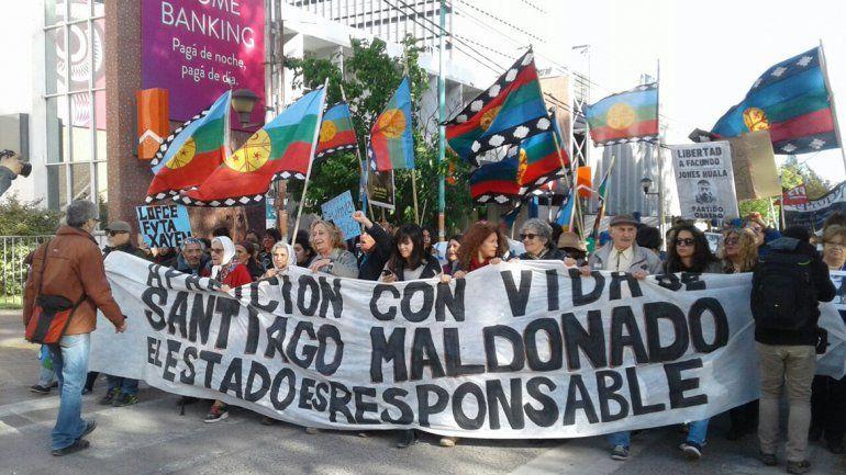 Una multitud marchó en Neuquén a dos meses de la desaparición de Santiago Maldonado