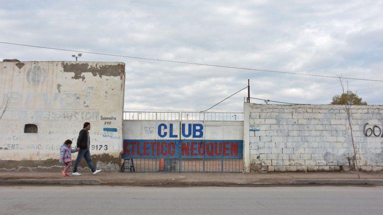 Un crack: el vice de Atlético Neuquén le salvó la vida a un pibe del club con RCP