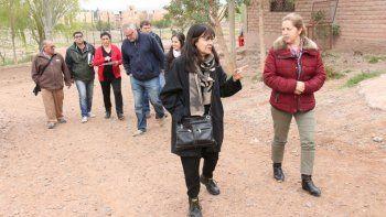 La funcionaria Lilian Zambrano recorrió el asentamiento.