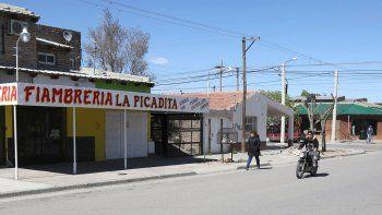 La fiambrería La Picadita está ubicada en Argentina al 400, en Centenario.
