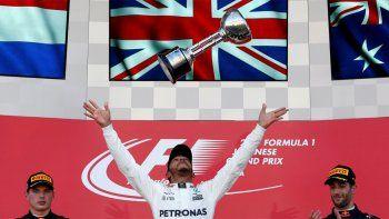 Hamilton ganó en Japón y se encamina al título