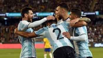 Messi, Mercado y compañía festejan uno de los goles de la Selección en las eliminatorias. ¡Que se repita!