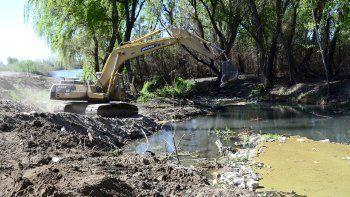 Sacaron 35 camiones con mugre del arroyo Villa María