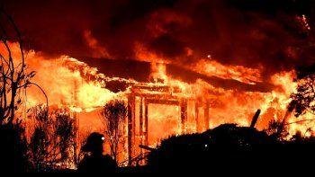 incendios en california: al menos 10 muertos y 30 mil evacuados