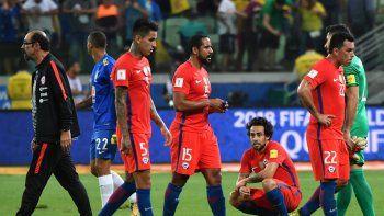 La Roja perdió 3-0 ante Brasil y quedó afuera por diferencia de gol.
