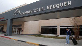 El aeropuerto de Neuquén tiene un servicio de emergencias. Desde provincia no dieron la habilitación todavía.