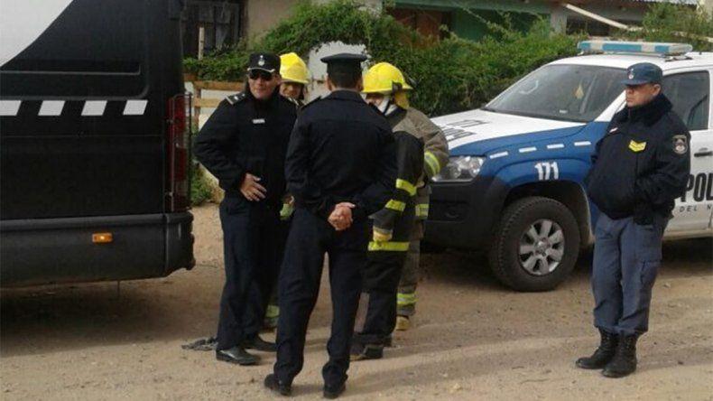 Policías allanaron la casa equivocada y le apuntaron con un arma a una mamá con su bebé