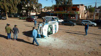 Tres policías lesionados luego de un espectacular accidente