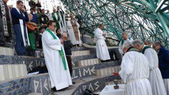 el obispo croxatto celebro la primera misa en el cristo luz