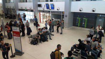 Un especialista y sus duras críticas al aeropuerto neuquino: El edificio es una porquería