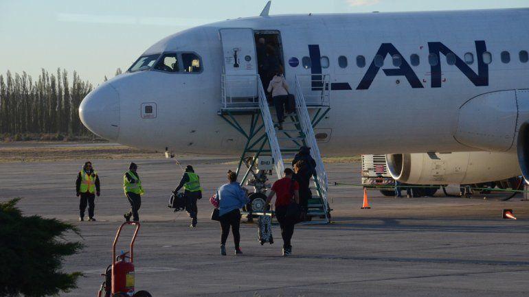 Latam tiene tres vuelos semanales a Santiago de Chile desde Neuquén.