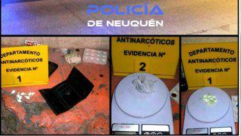 Los 8 envoltorios de droga fueron secuestrados por Antinarcóticos.