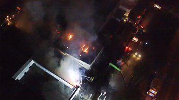 Así se vio el incendio de la maderera desde un drone