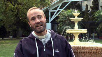 El sacerdote de 42 años es muy querido por su labor en Mendoza.