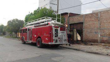 Los bomberos apagaron otro incendio en la maderera