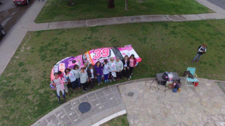 Camilo pintó su auto de rosa para concientizar sobre el cáncer de mama