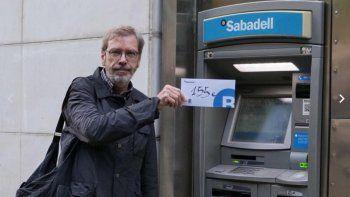 en protesta, catalanes sacan su dinero de los bancos espanoles