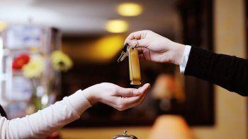 La recepcionista concretó las estafas a través de compras online con las tarjetas de crédito de los huéspedes.