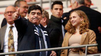 Maradona fue recibido con una ovación en Wembley.