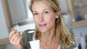 Según los especialistas, el yogurt entero también tiene sus beneficios.