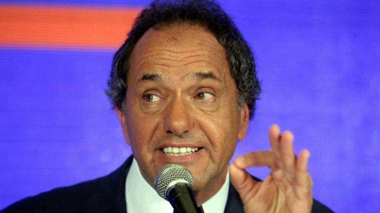 Scioli lanzó un tuit por el 8M y en las redes lo tildaron de hipócrita