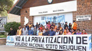 Abrazo simbólico en Vialidad en rechazo a la privatización