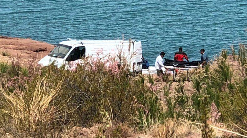 Encontraron el cuerpo sin vida de un hombre y creen que sería el dueño de la canoa