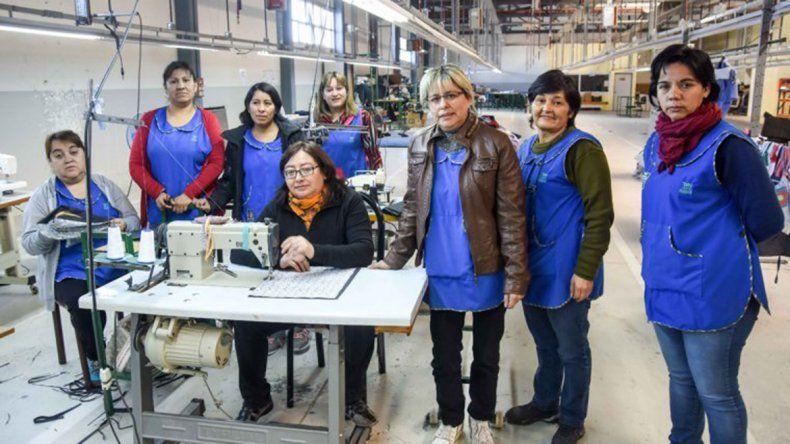 Las obreras textiles anunciaron que volverán a trabajar