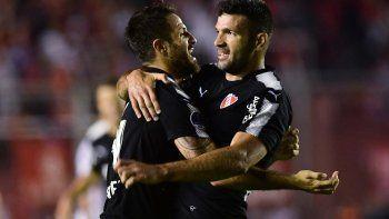 Dos ex Boca, el Burrito Martínez y el Puma Gigliotti, fueron los autores de los goles en la revancha.