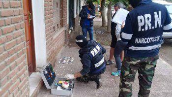 La Policía de Río Negro allanó la vivienda en El Chañar y dio con el clan narco. Tenían 500 dosis.