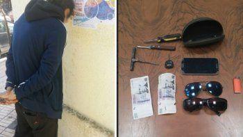 Policía de civil lo vio mientras robaba un auto y lo atrapó