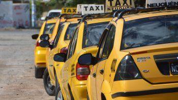 amenazo con un arma a un taxista para robarle $400