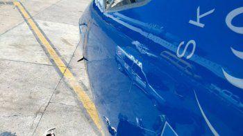 Un avión chocó con un drone y quedó fuera de servicio