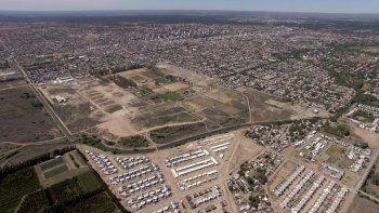 Hay 36 hectáreas con infraestructura deportiva, 15 con viviendas y 10 más entre escuelas y sedes policiales. Un tercio del predio sigue ocioso.