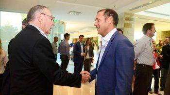El gobernador celebró la vista de los hombres de negocios de Canadá.