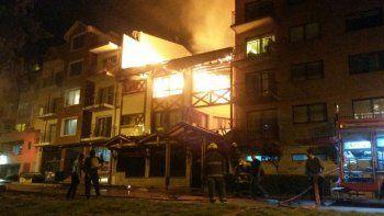 las brasas del asado de un vecino causaron el incendio del hotel