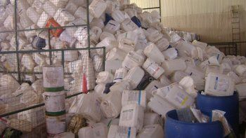La recolección de envases se hace bajo estrictas medidas de seguridad.