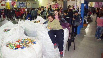 Carlitos y Kiara, los organizadores de la gran campaña solidaria.