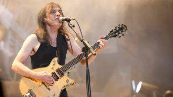 Junto con su hermano Angus, el guitarrista fundó AC/DC en 1973.