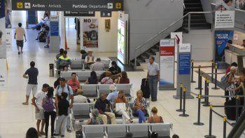 El aeropuerto Juan Domingo Perón se prepara para el aumento de la cantidad de vuelos hacia Neuquén.