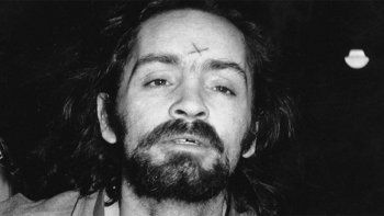murio charles manson, uno de los asesinos mas famosos de la historia