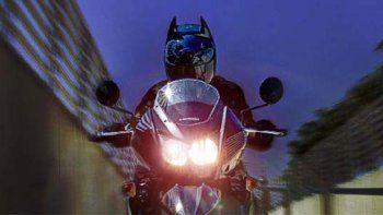 Le secuestran la moto a un Batman neuquino por manejar borracho