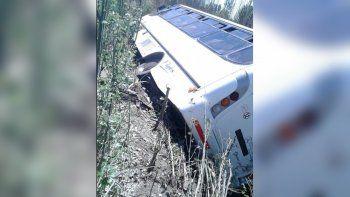 colectivo se accidento en san rafael: 14 neuquinos heridos