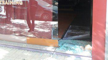 El local dañado y robado está ubicado en calle 9 de Julio de Cipolletti.