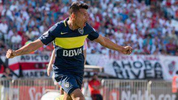 Bou tendrá su oportunidad en lo que resta de la Superliga. Wanchope, ayer salió lesionado en Huracán, llega en 2018. Tevez todavía es una incógnita.